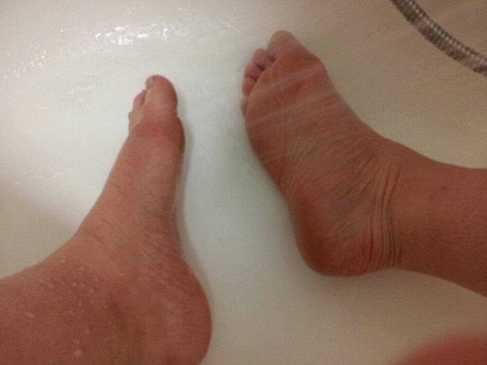 Footner Exfoliating Socks Review ⋆ Julie S Notebook
